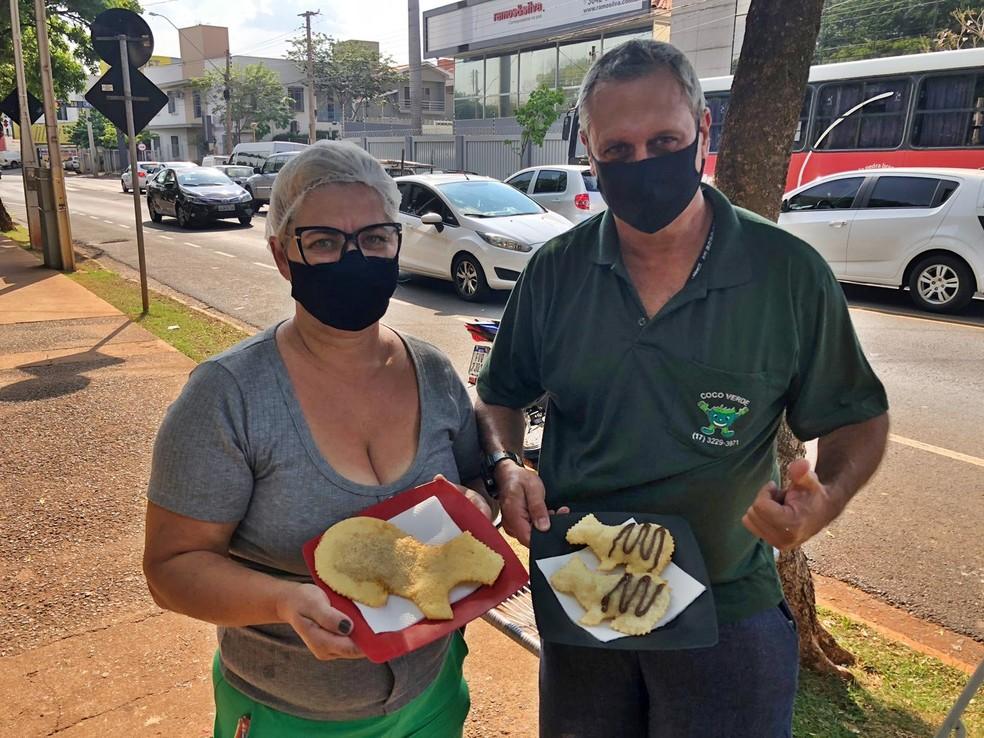 Mireilli e Fernando, proprietários do 'Pastel da Capivara', em Rio Preto — Foto: Heloísa Casonato/g1