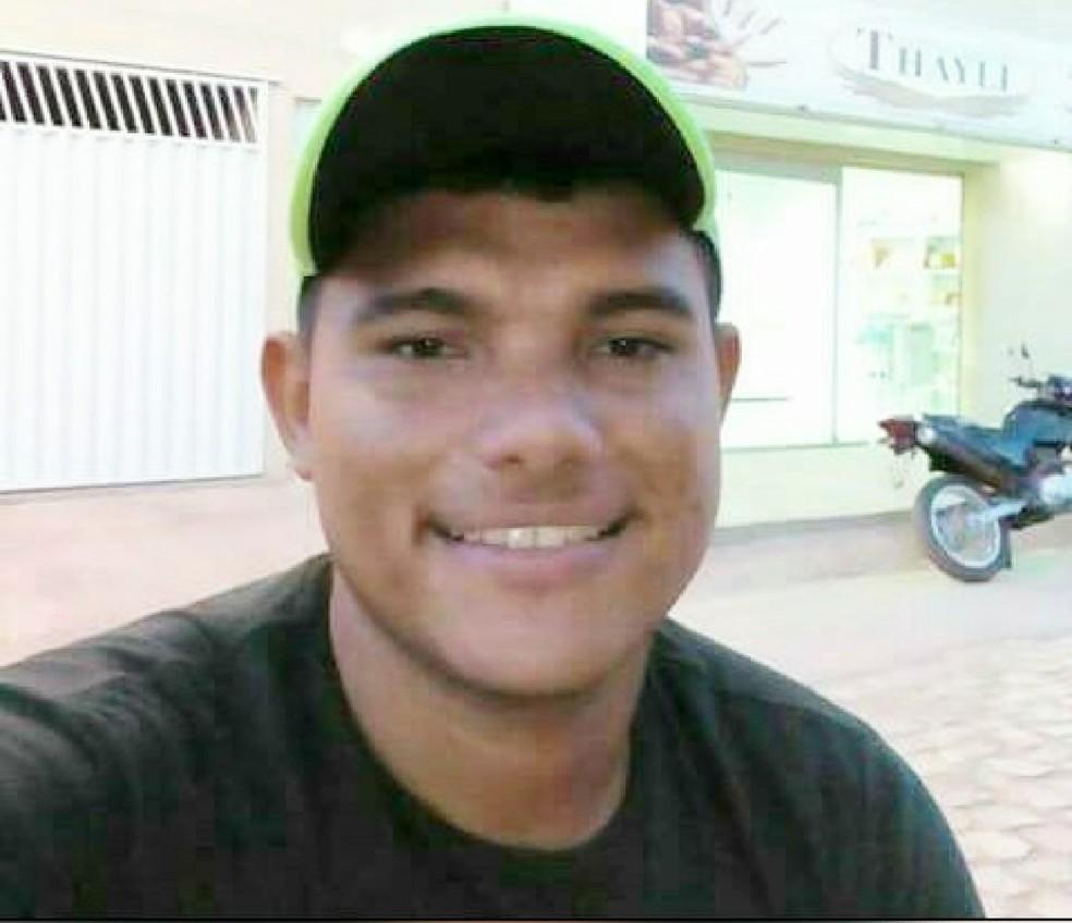 lias Nogueira de Andrade, de 26 anos, pode ter sido morto por engano (Foto: Arquivo Pessoal)