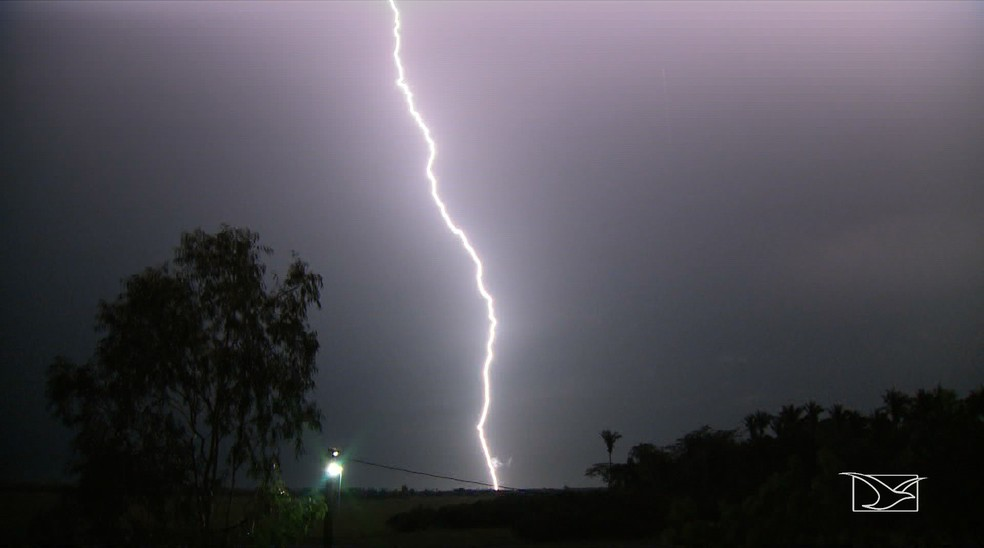 Segundo o INPE, território maranhense costuma registrar uma média de 52 raios por km² ao longo do ano — Foto: Reprodução/TV Mirante
