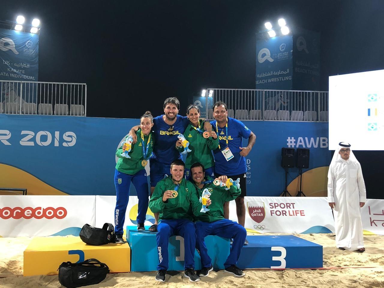 A delegação brasileira que disputou o beach tennis nos Jogos Mundiais de Praia