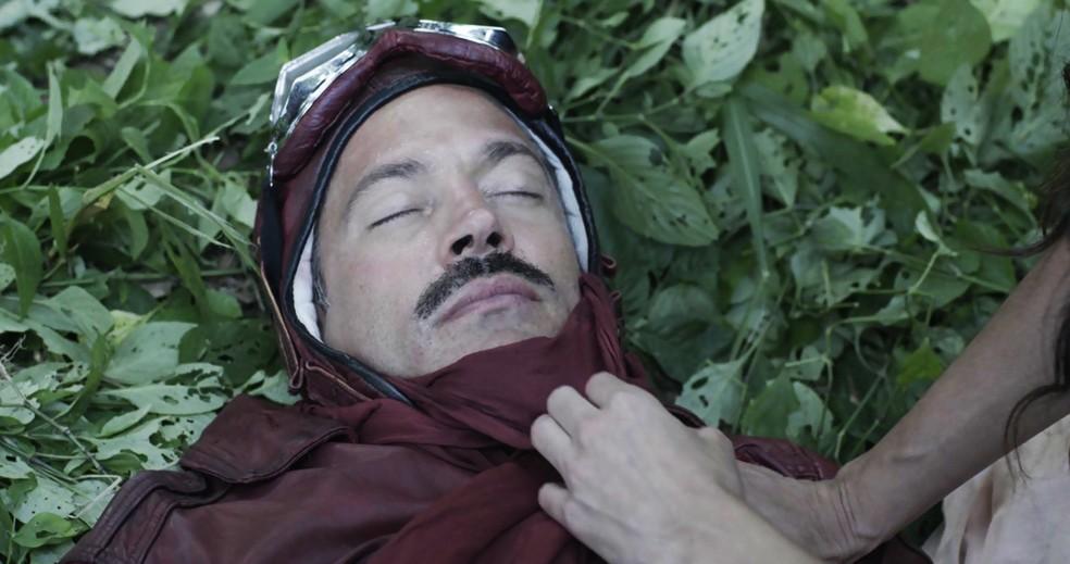 A Benedito descobre a verdadeira identidade do motoqueiro/herói que conquistou seu coração! ??? (Foto: TV Globo)