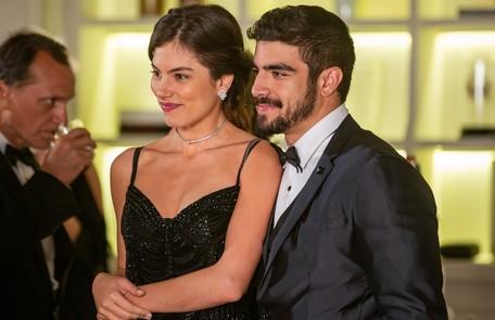 Joana (Bruna Hamú) e Rock (Caio Castro) vão se casar e o boxeador se tornará campeão mundial Reprodução