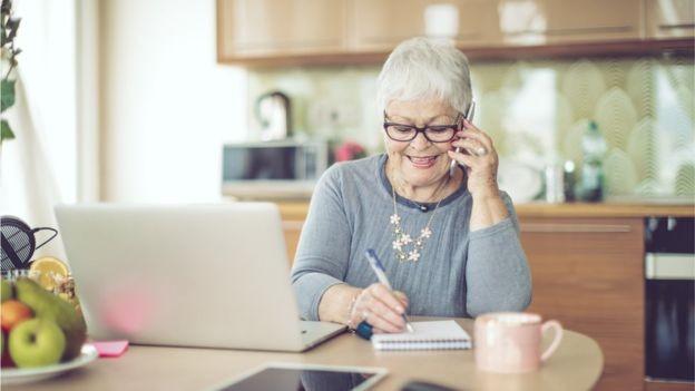 Pequenas pausas podem ajudar a repensar aposentadoria (Foto: EVA-KATALIN/GETTY IMAGES via BBC)