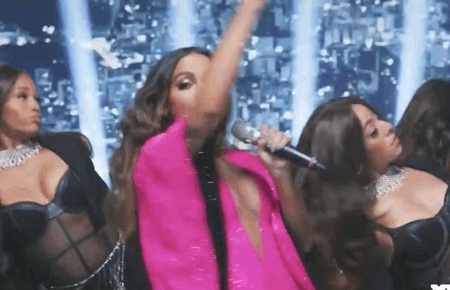 Anitta a joué pendant la pause VMA 2021 (Photo: Reproduction/Twitter)