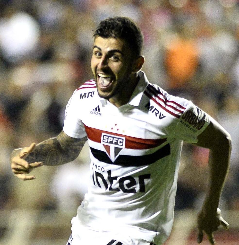 Liziero comemora o gol da vitória do São Paulo sobre o Ituano — Foto: Marcos Ribolli