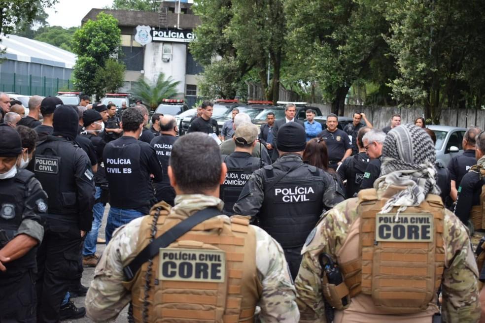 Operação teve início às 6h e os policiais saíram da DHPP de Cariacica — Foto: Divulgação/Polícia Civil