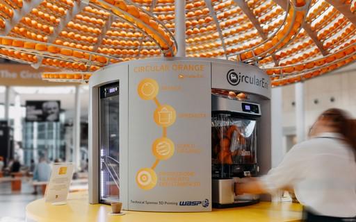 Máquina produz suco de laranja e imprime copo a partir da casca da fruta