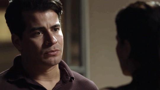 Júlio procura Antônia: 'Você me perdoa?'
