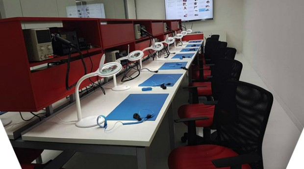 Uma das salas de aula da Premium Phone na rua Santa Ifigênia, em São Paulo (Foto: Divulgação)