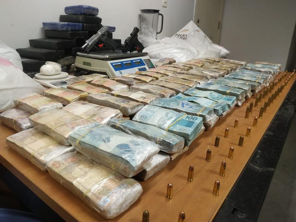 PM apreendeu quase R$ 1 milhão em dinheiro. — Foto: Divulgação/Polícia Militar