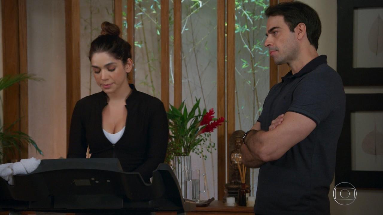 Micaela desabafa sobre Bruno com Enéas