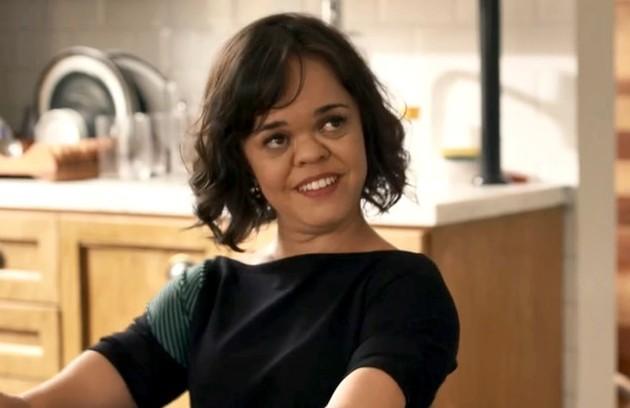 Estela (Juliana Caldas) será a única filha a visitar Sophia no hospício e, depois de tanto ser maltratada na novela, ouvirá uma declaração da mãe: 'Entre meus filhos, você é quem eu mais amo!' (Foto: TV Globo)