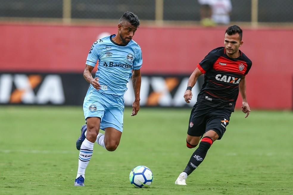 Léo Moura aguarda pelo aval de Renato  — Foto: Lucas Uebel/Divulgação Grêmio