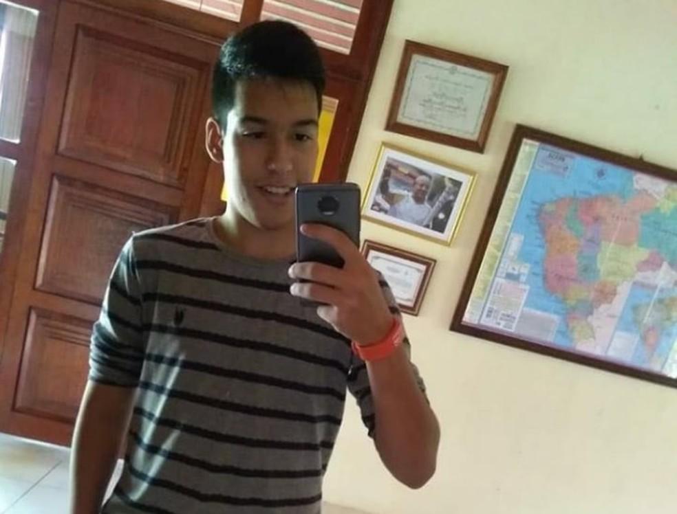 Estudante de 16 anos morreu eletrocutado no momento em que celular estava carregando em Tianguá.  (Foto: Reprodução/Arquivo Pessoal)