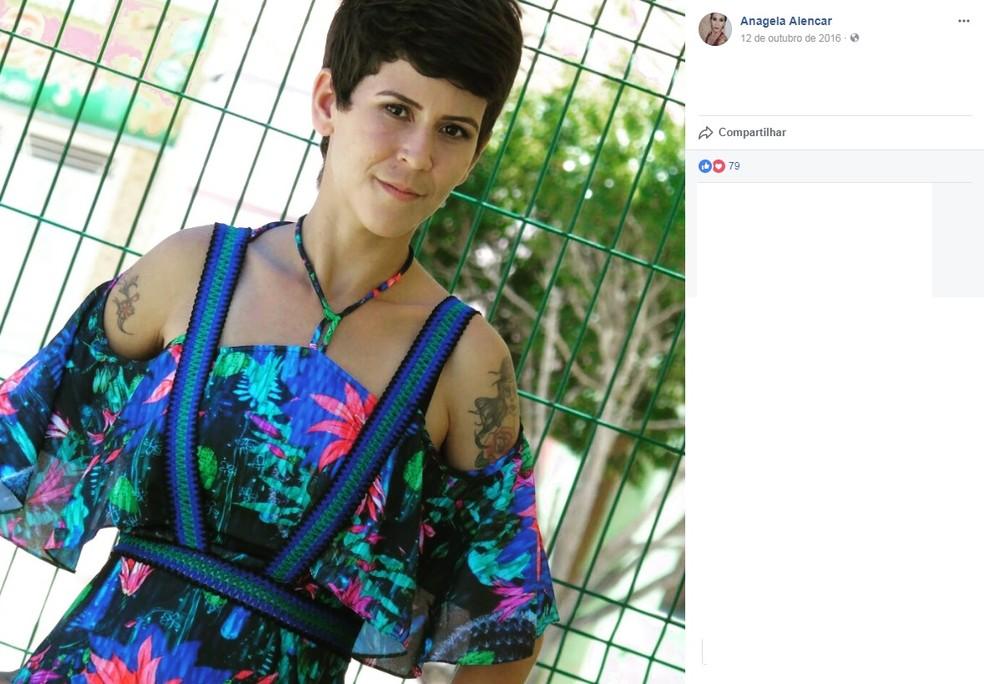 Anágela Alencar, de 24 anos, foi encontrada morta dentro de carro (Foto: Facebook/Reprodução)
