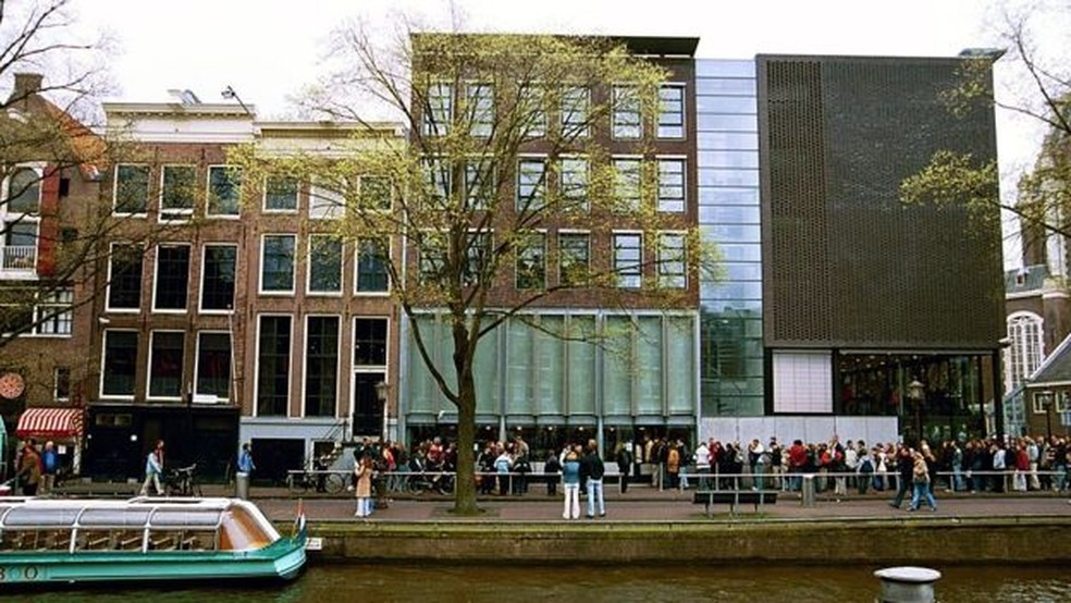 A casa em que Anne Frank e sua família se abrigaram é agora um museu em Amsterdã. — Foto: Getty images via BBC