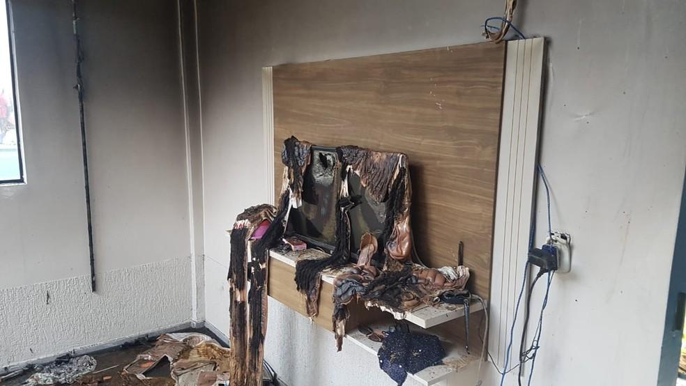 Segundo Polícia, informações iniciais eram de que havia acontecido um incêndio acidental. — Foto: WhatsApp/Reprodução