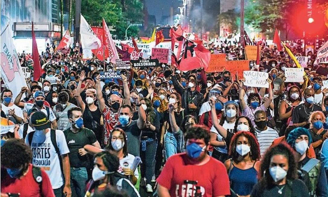 Manifestantes protestam na Av. Paulista contra o Presidente da República Jair Bolsonaro
