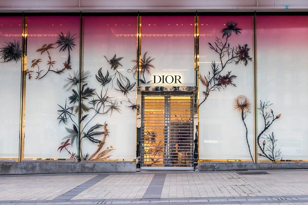 Epidemia do engajamento -  Butique da Dior em Paris com as portas fechadas por conta das restrições do coronavÍrus (Foto: Divulgação)