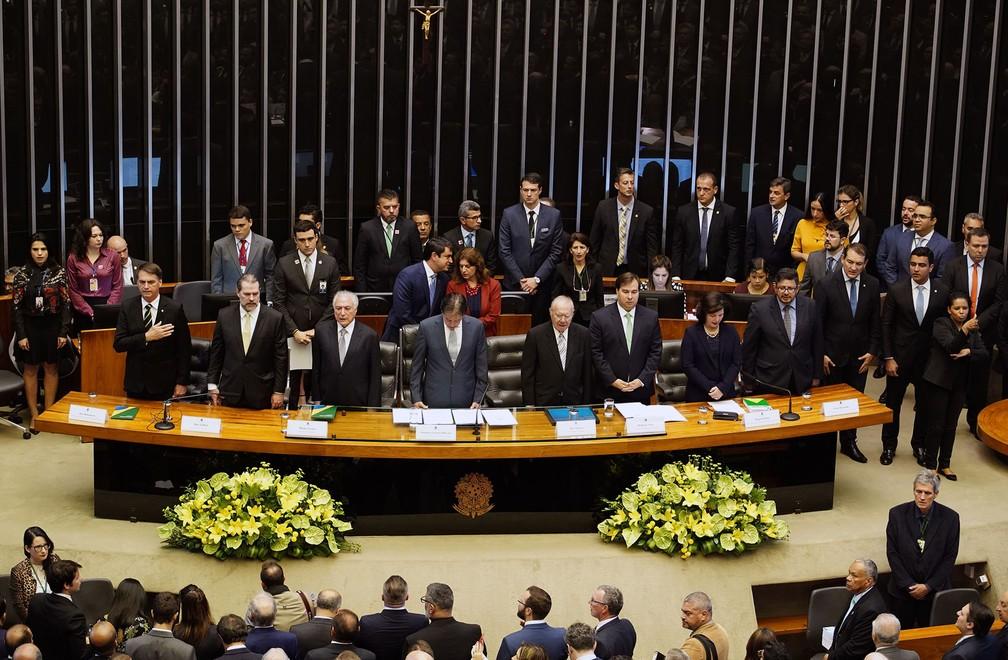 Bolsonaro participa da cerimônica comemorativa aos 30 anos da Constituição no plenário da Câmara — Foto: Will Shutter, Câmara dos Deputados