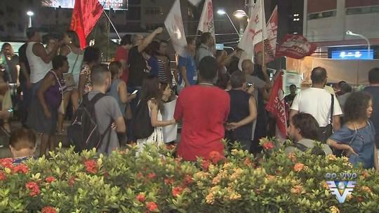Grupos se reúnem na Praça Independência para protestar contra reformas do Governo