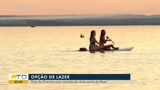 Stand-up paddle e caiaque são opções de esporte durante as férias na Praia da Graciosa