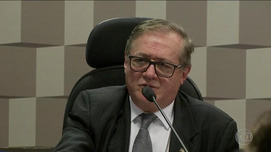 Ministro diz que errou ao pedir filmagem de crianças cantando hino sem permissão dos pais