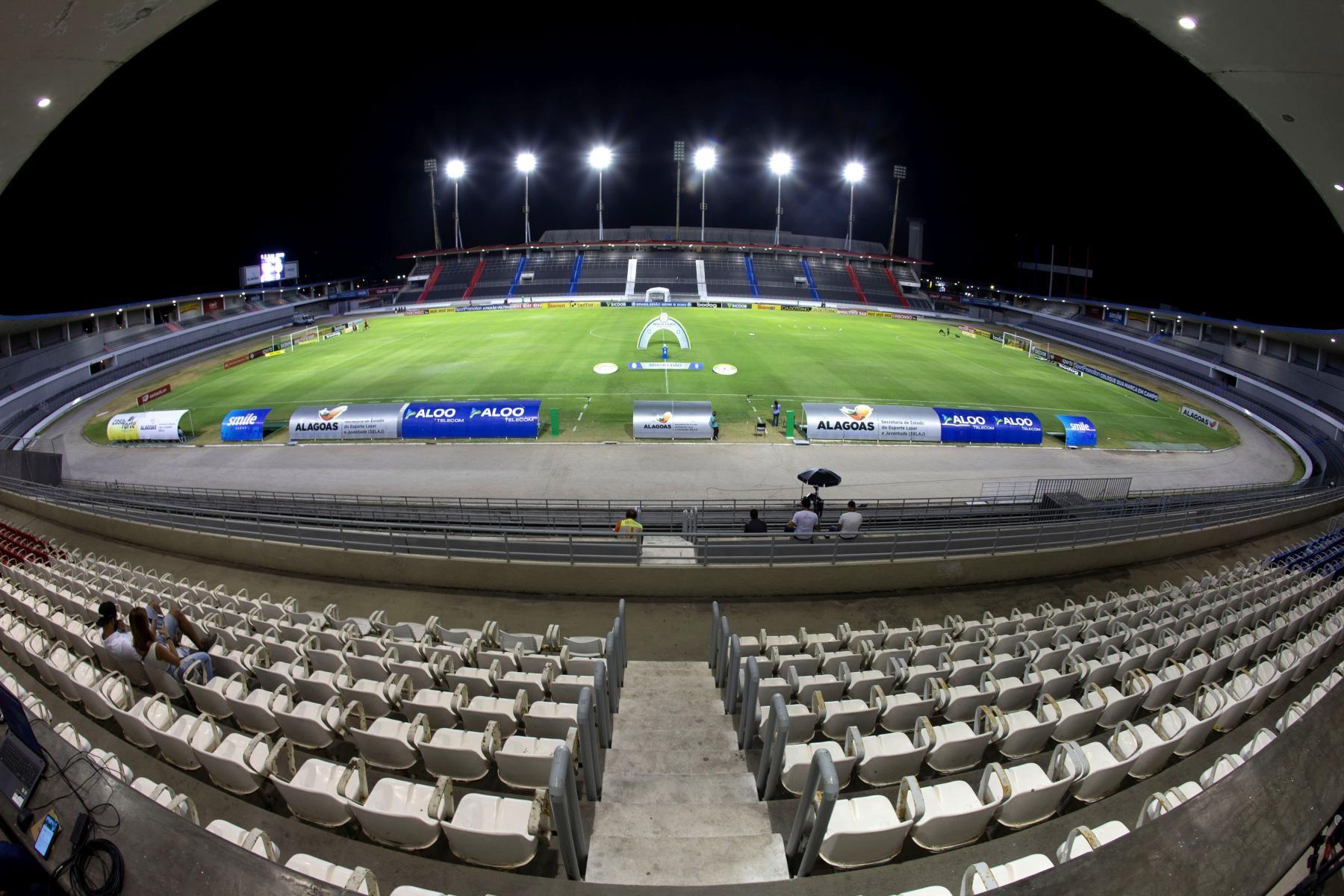 Governador autoriza público reduzido nos jogos de futebol em Alagoas