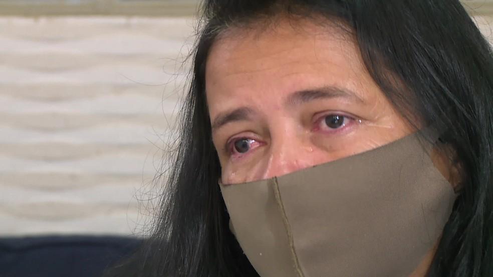 Josiane Oliveira se emociona ao falar da filha Leandra, vítima de feminicídio em fevereiro de 2020, no Recife — Foto: Reprodução/TV Globo