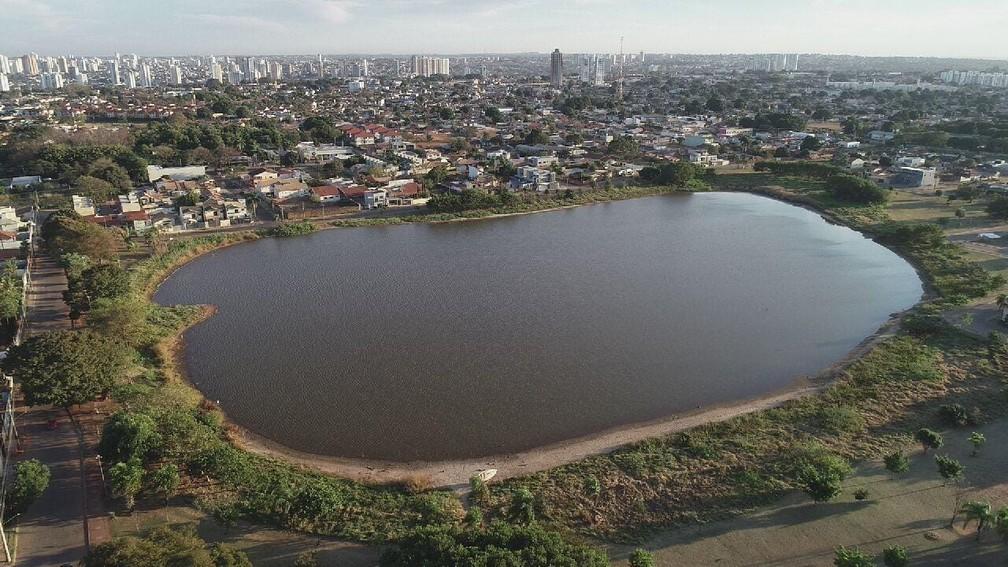 Lagoa Itatiaia, em Campo Grande, onde a quarta-feira amanheceu com céu aberto  — Foto: Ariovaldo Dantas/TV Morena