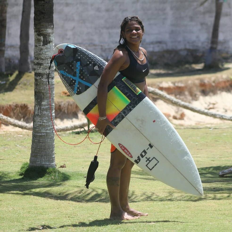 Vítima foi atingida por raio enquanto surfava em Fortaleza.  — Foto: Reprodução/Instagram Luzimara Souza
