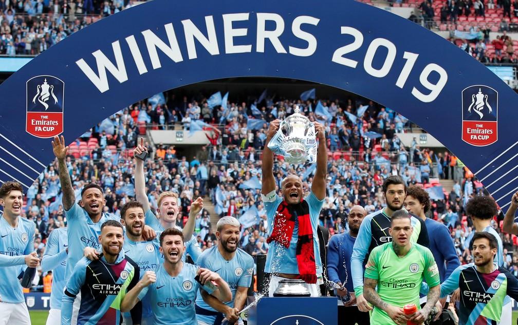 City teve sua temporada de maior sucesso no campo com a Tríplice Coroa doméstica, mas perdeu posição no ranking — Foto: Reuters