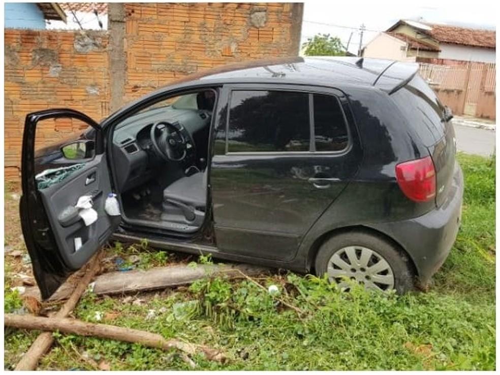 Carro de motorista de aplicativo de transporte que foi roubado, em Cuiabá — Foto: PM-MT/Divulgação