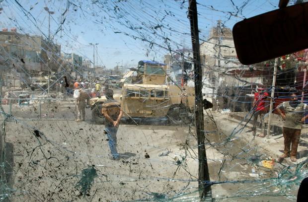 Dois carros-bombas explodiram em bairros de maioria xiita de Bagdá (Foto: Khalid al Mousily/Reuters)