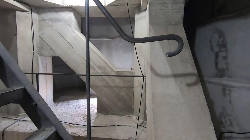 Detalhe do interior do Cristo, no 7º andar: diagonais em concreto armado ajudam a sustentar a estrutura — Foto: g1