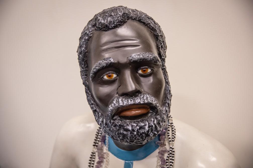 Imagem de preto-velho, entidade cultuada em religiões de matriz africana como a umbanda — Foto: Fábio Tito/G1