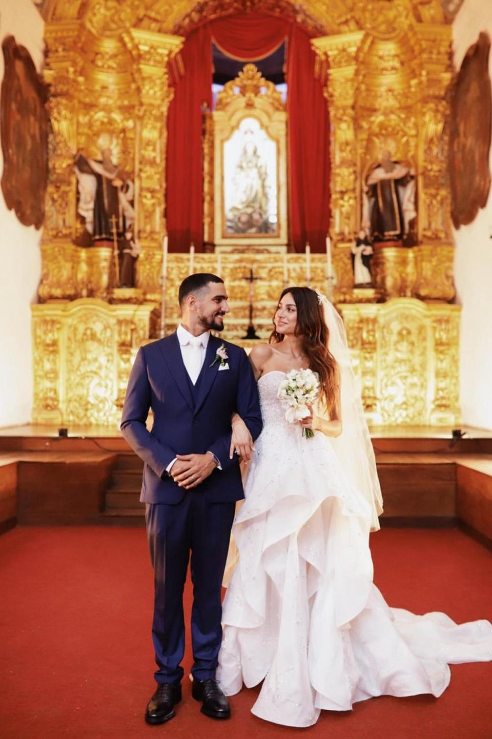 Os noivos Renato Góes e Thaila Ayala esbanjam elegância durante casamento em Recife — Foto: Duo Borgatto/Divulgação