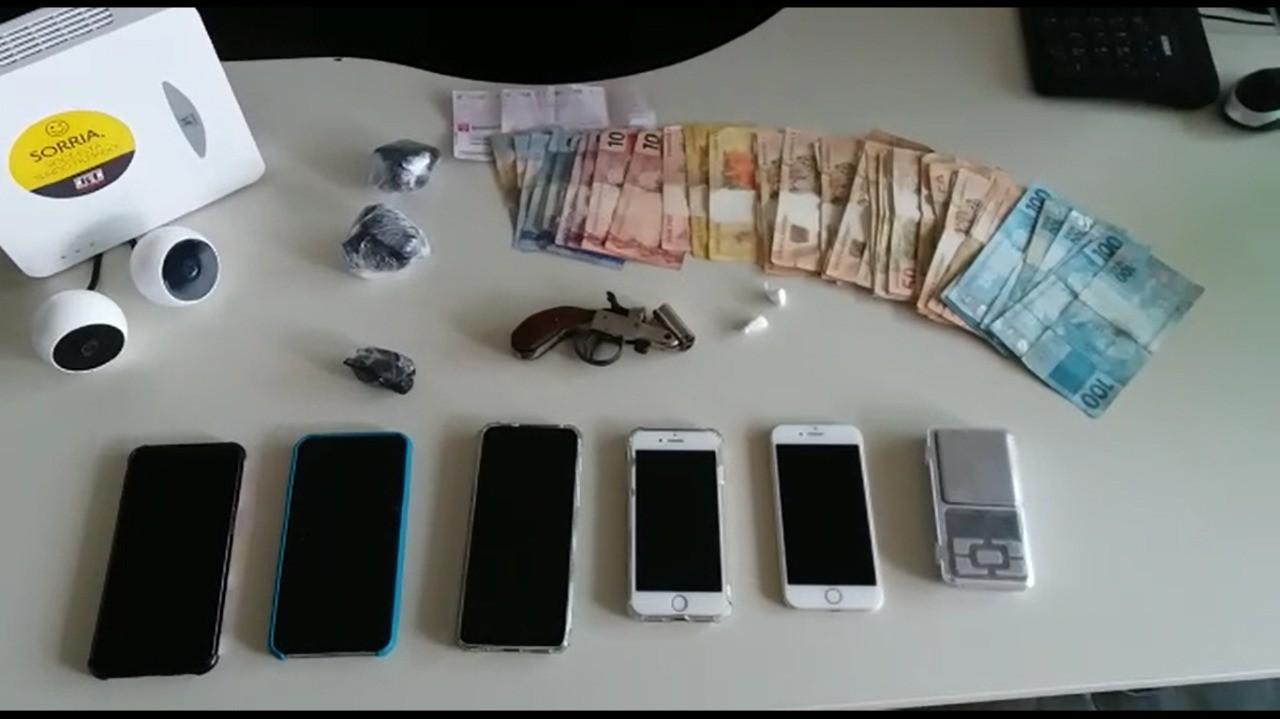 Oito pessoas são presas em operação de combate a homicídios e roubos em Curvelo; PM apreendeu R$ 13 mil