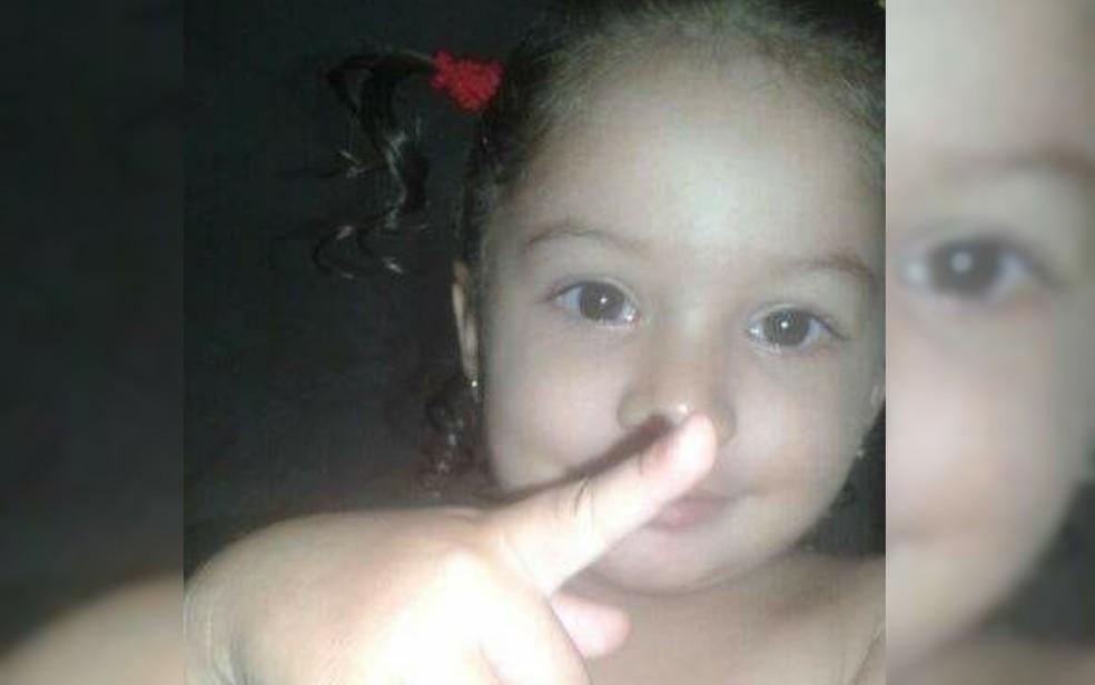 Ana Julya morreu com golpe de foice na cabeça, em Minaçu (Foto: Reprodução/TV Anhanguera)
