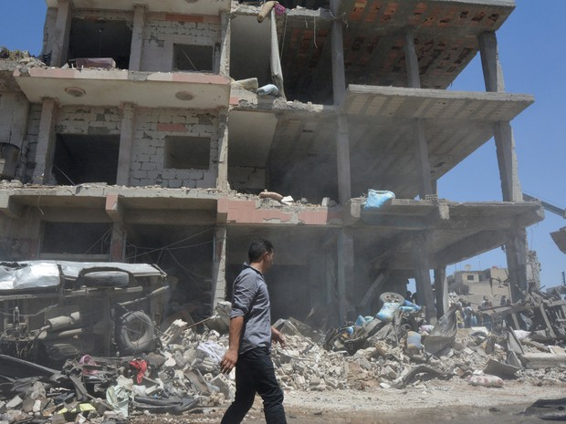 Ataque na cidade de Qamichli, no norte da Síria, foi reivindicado pelo Estado Islâmico (Foto: Rodi Said/Reuters)