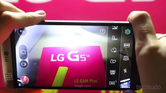 Testamos o LG G5 SE, celular premium com três câmeras e design modular