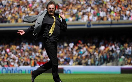 Ricardo La Volpe. O técnico argentino criou a saída de bola sustentada por dois zagueiros e um volante (Foto: Getty Images)