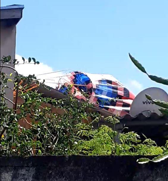 Balão cai sobre casas na Vila Ipê, em Campinas; FOTOS