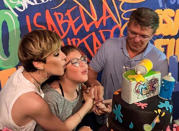 Ana Furtado e Boninho comemoram aniversário da filha, Isabella (Foto: Reprodução Instagram)