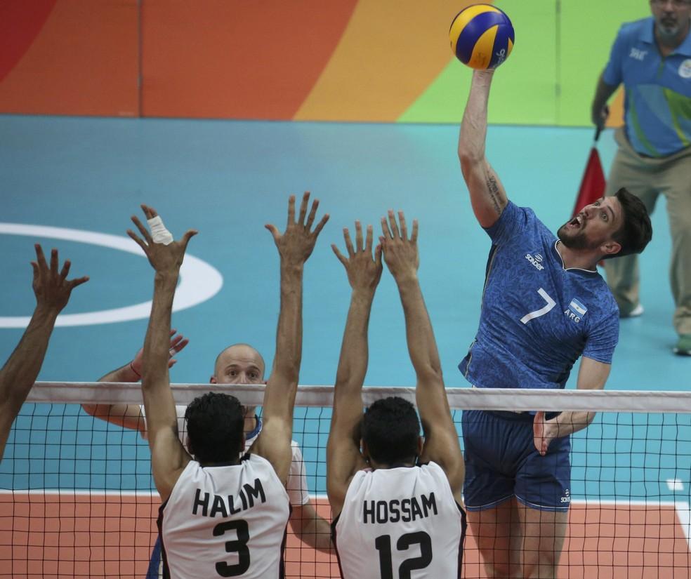 Facundo Conte em ação pela seleção argentina (Foto: Reuters)