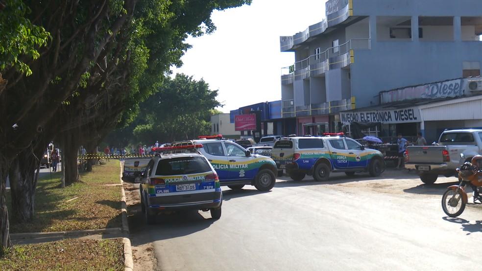 Homem é assassinado com quatro tiros em frente a revendedora de veículos em Ariquemes (Foto: Rede Amazônica/Reprodução)