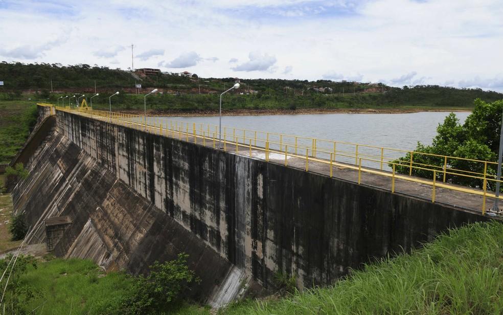 Reservatório do Descoberto, em Brasília, com 37% da capacidade em imagem de janeiro (Foto: Dênio Simões/GDF/Divulgação)