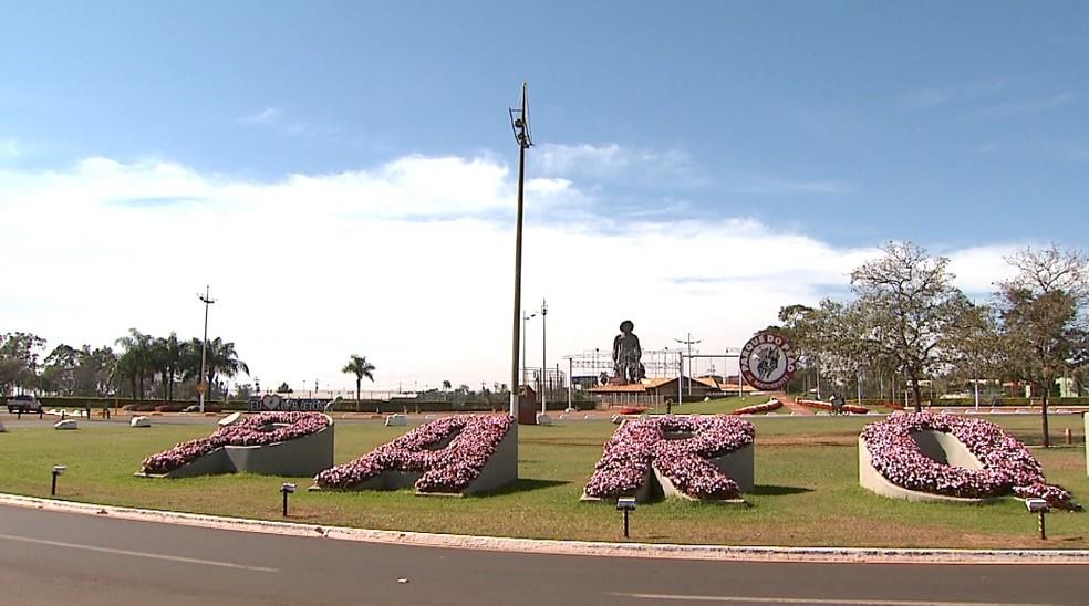 Mais flores e árvores foram plantadas no Parque do Peão de Barretos, SP — Foto: Valdinei Malaguti/EPTV
