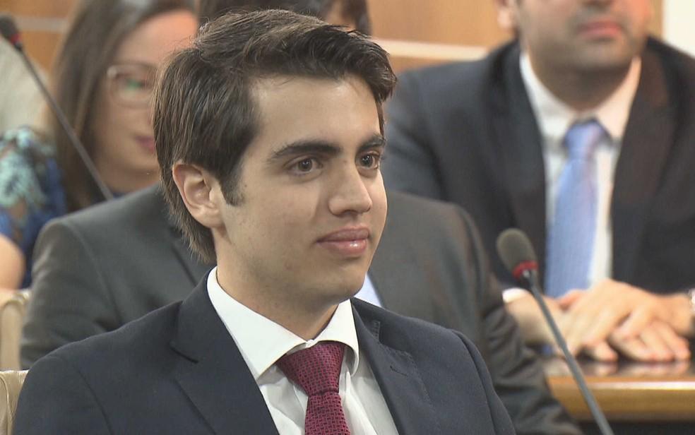 Advogado Mateus Ribeiro, 18 anos, em cerimônia de entrega da carteira profissional no DF (Foto: TV Globo/Reprodução)