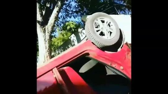 Capotamento de carro deixa mulher morta e 4 feridos em Paripueira, AL